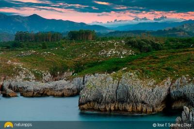 Los Picos de Europa desde la costa llanes