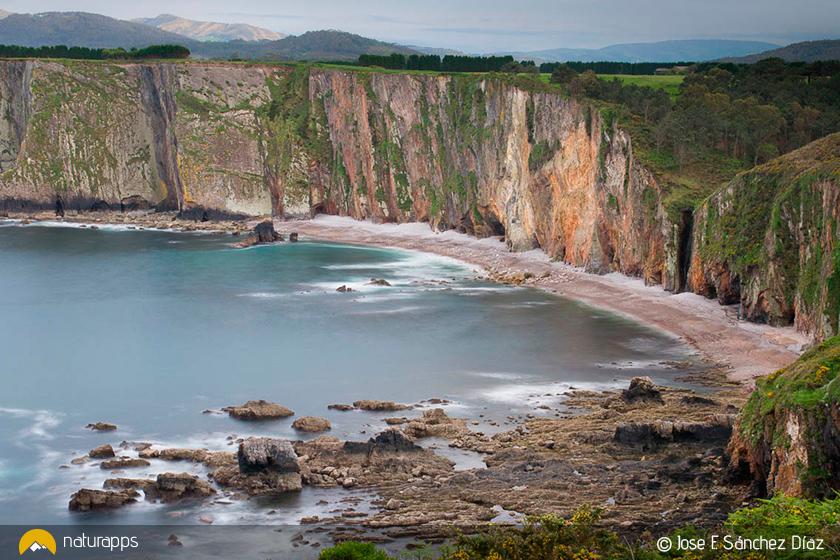 Vista de los acantilados desde el sexto mirador de la ruta de Cabo Busto