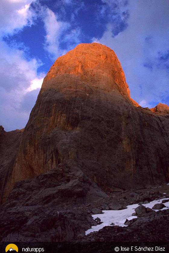 Cara oeste del Naranjo de Bulnes