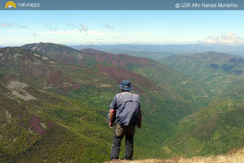 Vistas desde el Cueto de Arbás (©Grupo de desarrollo Local Alto Narcea Muniellos)